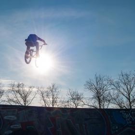 Calatorie spre soare cu BMX