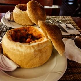 Ciorba cu fasole in paine