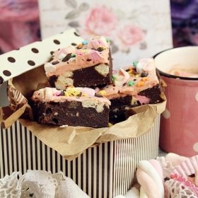 Marshmallow, chocolate and biscuit bars
