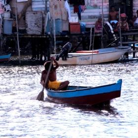 Nomad- calator  mic pe ape mari