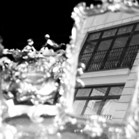 Oglinda de peste strada