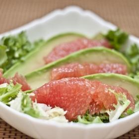 Salata de grapefruit cu avocado
