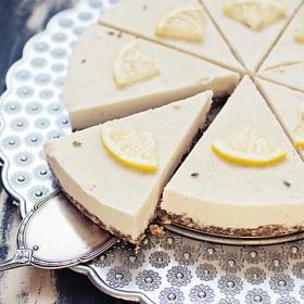 Tort raw cu lavanda si lamaie