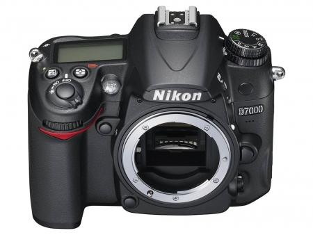 Nikon D90 vs D7000 - scurt experiment practic in showroom-ul F64 Nikon-d7000-body-16548-1