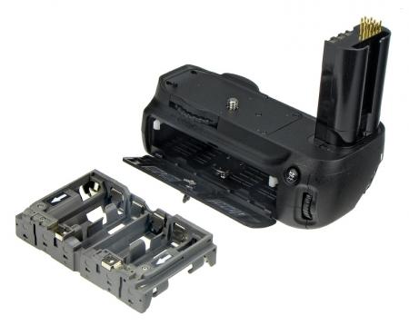 Grip-ul ND80 - pentru ieșirile în care aparatul nostru necesită mai multă autonomie, sau pentru sesiunile de portrete Powergrip-nd80-grip-pentru-nikon-d80-d90-8778-1